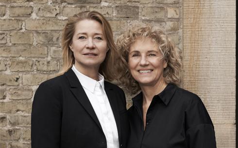 Trine Dyrholm och Charlotte Sieling i filmen