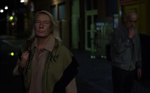 I Grab Them har 60-åriga Sally problem på dejtingmarknaden eftersom hon ser ut exakt som Donald Trump. Fotograf/Källa: Filip Lyman, GötaFilm