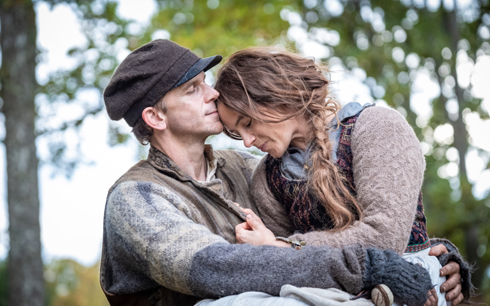 Gustaf Skarsgård & Lisa Carlehed. Pressbild: Baldur Bragason / SF Studios
