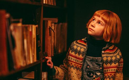 Matilda Gross som Nelly Rapp. Foto: SF Studios