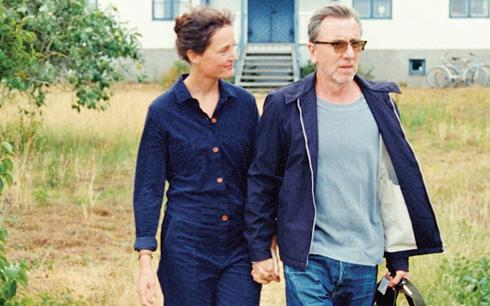Vicky Krieps och Tim Roth i Bergman Island. Foto: TriArt