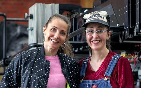 Regissör Tuva novotny och fotograf Sophie Winqvist Loggins inför inspelningen av Diorama. Fotograf: Jess Bang